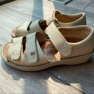 Finn Comfort Prophylaxe 96400 Sandal in Beige